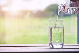 朝、水を飲むこと